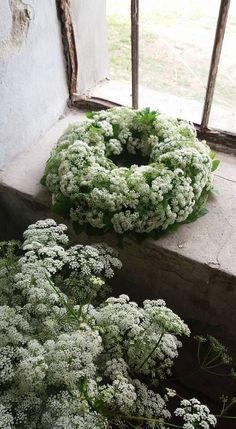 ideas flowers white and green centerpieces for 2019 Floristik Rezepte Allerheiligen 💐 Deco Floral, Arte Floral, Diy Wreath, Door Wreaths, Funeral Flowers, Wedding Flowers, Lace Flowers, Blue Wedding, Green Centerpieces