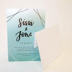 Hääkutsut jossa materiaalina Munken Polar 300 grammainen kartonki ja yksityiskohdat viimeistelimme hopeafoliopainatuksella #painopirttioy #hääkutsu #munken #foliopainatus #wedding #kutsukortti #häät #kesähäät #foilprinting