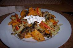 Pečená dýně se zeleninou Chicken, Meat, Food, Essen, Yemek, Buffalo Chicken, Cubs, Meals, Rooster