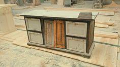 Cada mueble es fabricado con madera de pino, nuestros diseños cuentan con un toque elegante, chic y vintage combinados con colores para todo tipo de espacios. Contacto: Cel/whatsapp: 2226112399 #muebles   #retro   #vintage   #trendy