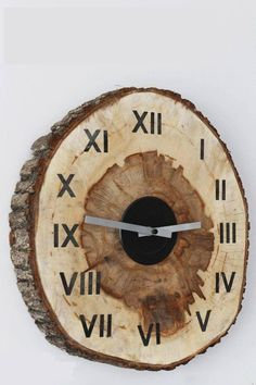 diy-wood-slice-clock-title More Have you been looking for an easy and rustic way to bring in a clock to your home? Learn how with this amazing DIY wood slice clock in a few simple steps! Wood Slice Crafts, Wood Crafts, Diy Crafts, Wooden Clock, Wooden Diy, Easy Woodworking Projects, Diy Wood Projects, Woodworking Plans, Furniture Projects