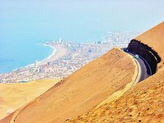 route from Arica to Iquique Beautiful Roads, Beautiful Places, Oh The Places You'll Go, Places To Visit, Adventure World, South America Destinations, Aerial View, Wonders Of The World, Peru