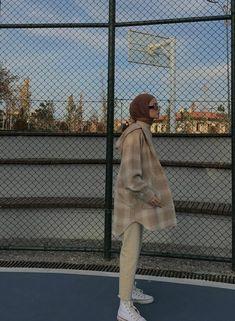 Modest Fashion Hijab, Modern Hijab Fashion, Street Hijab Fashion, Korean Girl Fashion, Fashion Mode, Muslim Fashion, Modest Outfits, Chic Outfits, Fashion Outfits