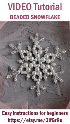 Beaded Christmas Decorations, Christmas Ornaments To Make, Beaded Ornaments, Holiday Crafts, Diy Christmas Jewelry, Diy Snowflake Decorations, Diy Christmas Snowflakes, How To Make Snowflakes, Snowflake Craft