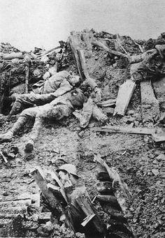 Guerre - Verdun///Probably the result of an tunnel explosion. Nagasaki, Hiroshima, World War One, Second World, First World, Fukushima, Bataille De Verdun, Man Of War, Les Religions