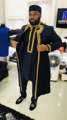 African men's clothing / African fashion/ wedding suit/dashiki / African men's shirt/ vêtement africain/ chemise et African Dresses Men, African Attire For Men, African Clothing For Men, African Shirts, African Wear, African Style, African Women, Wedding Suit Styles, Wedding Suits