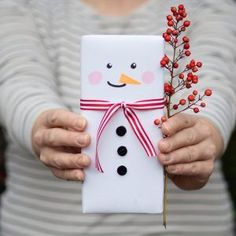 Diy Snowman Gifts, Easy Diy Christmas Gifts, Christmas Gifts For Friends, Noel Christmas, Christmas Gift Wrapping, Christmas Presents, Holiday Crafts, Diy Gifts, Christmas Decorations