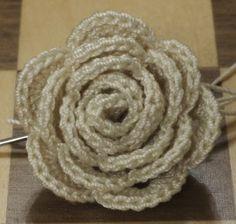 Strip Method Crochet Rose, best looking rose pattern I've found so far Crochet Puff Flower, Knitted Flowers, Crochet Flower Patterns, Love Crochet, Crochet Motif, Beautiful Crochet, Diy Crochet, Crochet Crafts, Crochet Stitches