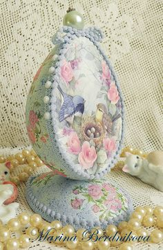 . Easter Egg Crafts, Easter Projects, Easter Eggs, Decoupage, Types Of Eggs, Easter Egg Designs, Easter Table Decorations, Easter Season, Egg Art