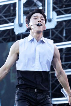 CAN WE TALK ABOUT HIS ARMS PLS