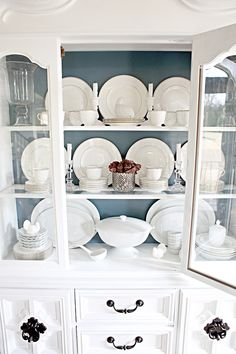#White #dishes #kitchen #plates