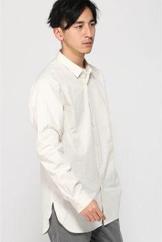 シアサッカー ロングシャツ  シアサッカー ロングシャツ 8640 シアサッカー素材を使用したロングシャツです 軽い着心地の通気性の良さが特徴 シアサッカーとは素朴な風合いのある夏向きの生地のことを指します 日本ではしじら織りと呼ばれることもあります サラリとした感触で肌触りもよく涼しくて快適な着心地 このシアサッカーの生地は波のような縞ができていてシワになりにくいなどの特徴があります 生地は凹凸があるさらっとした仕上がり 着用時の湿気によるストレスが少なく常に快適な状態でご着用頂けます カジュアルなボトムスやキレイめなスラックスとも相性よくお使い頂けるアイテムです モデルサイズ:身長:179cm バスト:81cm ウェスト:68cm ヒップ:89cm 着用サイズ:40