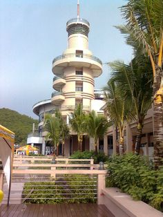 Embarcadero Lighthouse. Legazp California Built in 1879i