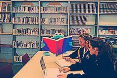 Les «copy parties» ou l'art de copier sans pirater Teen Programs, Library Programs, Teacher Librarian, Best Teacher, Library Week, Library Services, Fake Photo, Library Displays, Photo Library