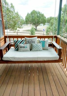Pallet Furniture Outdoor pallet projects to tackle this Spring! - Looking for outdoor pallet ideas to brighten up your manufactured home exterior? These DIY pallet projects are just what you are looking for. Pallet Swing Beds, Diy Pallet Sofa, Pallet Bed Swings, Pallet Patio, Pallet Chairs, Pallet Home Decor, Outdoor Furniture Plans, Diy Furniture, Garden Furniture