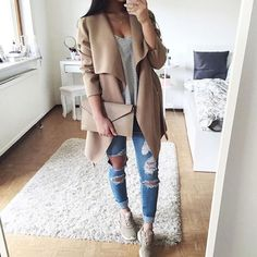 Love the jacket shoes and clutch I like the colors and the fit
