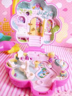 polly pocket 1990 garden surprise Got it! 90s Toys, Retro Toys, Vintage Toys, 90s Childhood, Childhood Memories, Polly Pocket World, Poly Pocket, Kawaii Shop, Lol Dolls