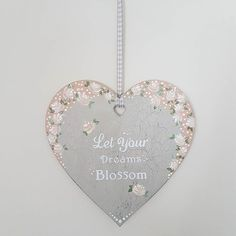 'Vintage Roses' are used to decorate this lovely heart hanger with an inspiring quote. Hand painted using a chalk base and acrylics for the roses. #handpainted #vintageroses #chalkpaint #vintage #youcanfolkit #shabbychic