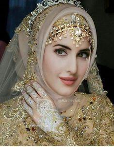 52 Ideas for photography portrait women photoshop Muslim Wedding Gown, Hijabi Wedding, Wedding Hijab Styles, Muslimah Wedding Dress, Hijab Wedding Dresses, Beautiful Hijab Girl, Beautiful Muslim Women, Bridal Hijab, Pakistani Bridal