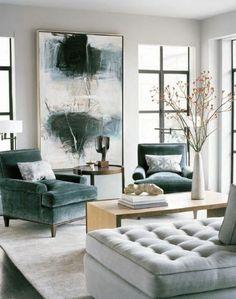 couleur gris perle dans un salon au grand panneau décoratif avec des touches vertes et grises avec des meubles en vert et gris