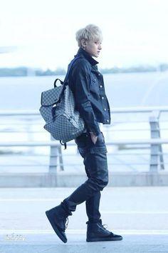 Exo | Exo-m | - Tao Huang Zitao #fantaken #fashion #airport