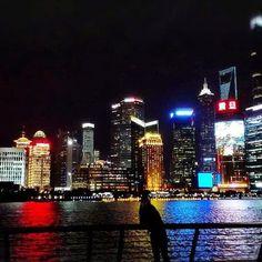Instagram【yin.chang】さんの写真をピンしています。 《My hometown♥︎Shanghai  #shanghai #shanghaiband #hometown#i♥︎shanghai#withfamily#nightview#定番の上海#故郷#ふるさと#夜景》
