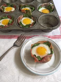 Prosciutto and Spinach Egg Cups - It's a weekday or weekend breakfast without the mess. Recipe on Mom's Kitchen Handbook