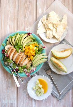 10 Obarciuch Saatka Z Pomidorw Na Ideas Mediterranean Cookbook, Food Styling, Cobb Salad, Mango, Food Photography, Food And Drink, Favorite Recipes, Breakfast, Fitness