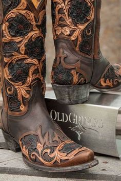 e60b3408a6c7 The Old Gringo Abelina Black Cowgirl Boots are simply drop dead gorgeous.  You ll love the quality leather