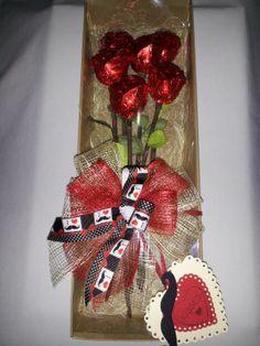 Ramos de 6 rosas de chocolate rellenas de almendra, pasas, arándanos, arroz tostado, etc...