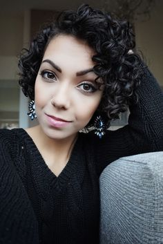 #YOUTUBE #curlyhair #naturalhair #nataliacassilo #hairstyle #afrohair #cabelocacheado #cachos #cacheadonatural #penteados #natural #cacheada Short Natural Curly Hair, Curly Hair Cuts, Curly Wigs, Short Hair Cuts, Natural Hair Styles, Short Hair Styles, Curls For The Girls, Short Curly Haircuts, Short Curls