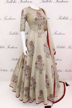 Indian Gowns Dresses, Indian Fashion Dresses, Indian Designer Outfits, Pakistani Dresses, Indian Outfits, Fashion Outfits, Stylish Dresses For Girls, Stylish Dress Designs, Designs For Dresses