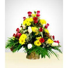 Panier De Charme Roses Et Marguerites Livraison Fleurs Fleurs Cadeaux Roses Rouges Et Blanches