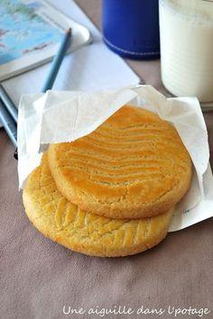 Galette bretonne - 250 Farine, 130 g sucre, 125 g beurre demi-sel ( à température ambiante), 1/2 sachet levure chimique, 1 oeuf entier et 2 jaunes. Biscuit Cookies, Cake Cookies, Biscotti, Desserts With Biscuits, Galletas Cookies, Tea Cakes, Sweet Recipes, Cookie Recipes, Bakery