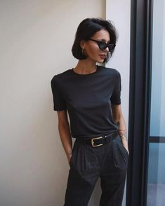 minimalistische Mode – Women's fashion – Elegant Pants Outfits, Mode Outfits, Casual Outfits, Fashion Outfits, Fashion Tips, Fashion Trends, Short Hair Outfits, Fashion Beauty, Black Women Fashion