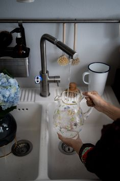Green Hygge: come vivere Plastic Free Hygge, Kitchen Appliances, Green, Food, Home Decor, Fashion, Diy Kitchen Appliances, Homemade Home Decor, Home Appliances