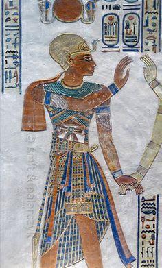 "[EGIPTO 29410] ""Ramses III en la tumba de Amenherkhepshef. '  Este relieve de color retrata Ramsés III en la tumba que se hizo para su hijo ..."