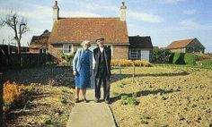 Old Married Couple Took the Same Photo Each Year, but Check Out Why the Last Photo Is the Saddest... - ParentsCountry.com