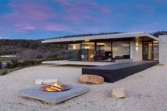 "426 Me gusta, 4 comentarios - Prefab Homes & Compact Living (@prefapedia) en Instagram: ""Dunalley House, #Tasmania, Australia by Stuart Tanner Architects | More images @bookofinteriors…"""