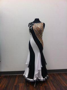 SPRZEDANE - the ruffles on the skirt