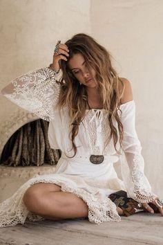 hippie style 519602875757042762 - Robe dentelle boheme robe hippie chic dentelle robe ete longue femme hippie chic style Source by patrickraffin Hippie Style, Hippie Chic Fashion, Mode Hippie, Mode Boho, Gypsy Style, Look Fashion, Bohemian Style, Bohemian Gypsy, Gypsy Fashion