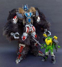 Custom Transformers Beast Wars Optimus Primal (with Generations Voyager Springer)