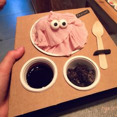 Eyescream and Friends - Barcelona, España. Mixed-Berry with chocolate sauce and oreo pieces