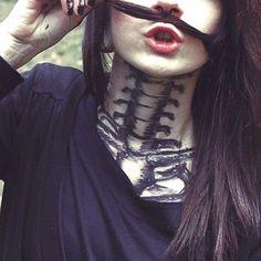 How perfect is this vertebrae neck tattoo? Dream Tattoos, Badass Tattoos, Hot Tattoos, Future Tattoos, Girl Tattoos, Sleeve Tattoos, Awesome Tattoos, Crazy Tattoos, Neck Tattoos