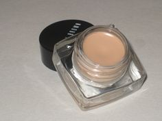 You NEED This: Bobbi Brown Long-Wear Cream Shadow Shore Review and Swatches | http://www.musingsofamuse.com/2010/05/you-need-this-bobbi-brown-long-wear-cream-shadow-shore-review-and-swatches.html