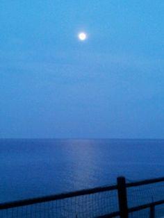 luna piena sul mare .....bellissima!!!!!