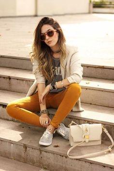 Toda universitaria que se respete debe tener un outfit así. http://womenfashionparadise.com/