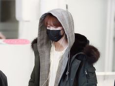 """CRAZY FOR YOU on Twitter: """"190210 ICN   #仁俊 #런쥔 #RENJUN #NCT #NCT_DREAM   #엔시티콘서트 #엔시티드림… """" Winter Hats, Winter Jackets, Huang Renjun, Korean Name, Nct Dream, Canada Goose Jackets, Moomin, Fairy, Kpop"""