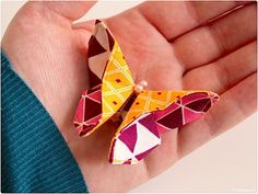Origami butterfly made of fabric Naehanleitung fabric scraps modage 12 - Diy Origami Ideen Fabric Butterfly, Origami Butterfly, Origami And Quilling, Diy Origami, Sewing Tutorials, Sewing Crafts, Sewing Projects, Fabric Origami, Origami Paper