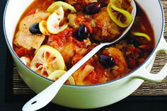 Lemon chicken with olives Cooking a hearty winter meal doesn't get much easier than this one-pot wonder! Olive Recipes, Clean Recipes, Healthy Recipes, Slow Cooker Recipes, Cooking Recipes, Chicken With Olives, Fodmap Recipes, Lemon Chicken, Easy Cooking